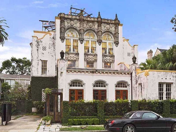its-clear-beyonce-and-jay-z-have-great-taste-the-converted-church-has-a-distinctive-exterior-design-featuring-wrought-iron-and-dramatic-window-arches