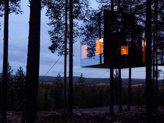 this-design-by-architects-bolle-tham-and-martin-videgrd-combines-two-housing-trends-in-one-called-the-mirrorcube-the-reflective-treehouse-is-part-of-the-extremely-chic-treehotel-in-harads-sweden