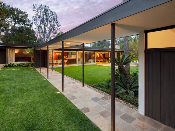 the-residences-original-design-included-two-bedrooms-but-as-the-bailey-family-grew-neutra-designed-additional-bedrooms-that-were-connected-to-the-main-house-through-a-walkway