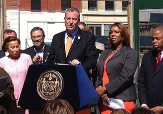 Mayor Bill de Blasio (center), along with Public Advocate Letitia James, Brooklyn Borough President Eric Adams and other officials in Fort Greene for the announcement (Credit: Hiten Samtani)