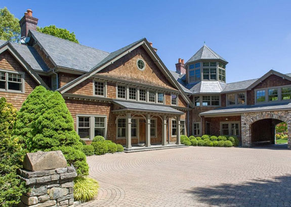 the-gorgeous-shingle-styled-home-blends-classic-and-rustic-elements