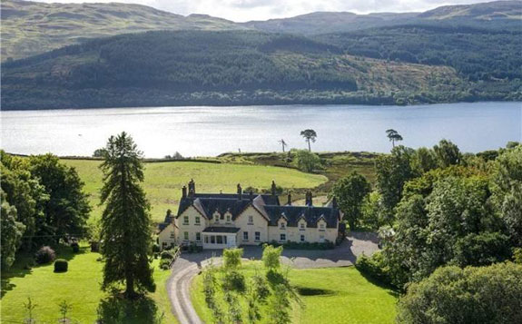 this-14-bedroom-lakeside-home-in-central-scotland-in-43-acres-of-land-by-loch-tay-for-975000-1542-million