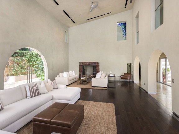 built-in-2010-the-contemporary-home-includes-ceilings-that-reach-as-high-as-25-feet-in-certain-areas