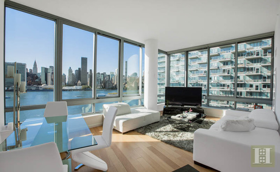 Artist Robert Lazzarini sold his 1,154-square-foot condo at the View in Long Island City for $2.25 million. It's a price-per-square-foot record in Queens.