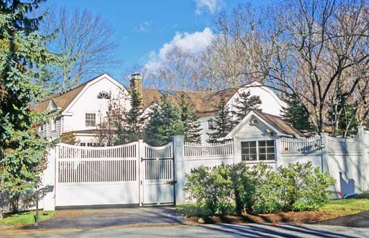 The-Clintons-Chappaqua-home-is-on-a-quiet-cul-de-sac-called-Old-House-Lane-ADAMS-HANSEN-STOCK-PHOTOS-edited-for-ALT