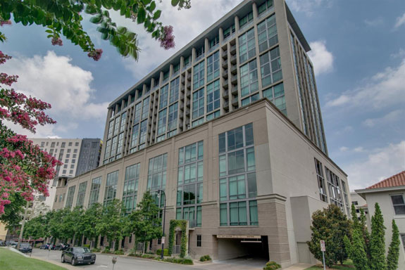nashville-tennessee-in-2009-at-the-age-of-20-swift-bought-a-penthouse-apartment-at-the-adelicia-complex-in-midtown-nashville-for-nearly-2-million